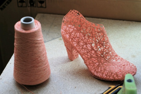 Royal College of Art graduate Jungeun Lee has created an innovative way to make beautiful clothing while eliminating textile waste in the process! Behold the zero waste heel.