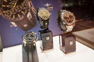 Tweet TweetZurich, 28 November 2013 – Die zweite Ausgabe der Zurich Watch & Jewellery Exhibition ging erfolgreich zu Ende. Die dreitägige Ausstellung im Herzen von Zürich, an der 10 renommierte Luxus Uhren und Schmuck Marken vorgestellt wurden, bietet für die Branche eine neue Plattform. The Zurich Watch & Jewellery Exhibition verzauberte den Ballsaal im Park Hyatt Zurich in eine glamouröse Welt für Luxus Uhren und Schmuck Liebhaber. Während drei Tagen wurden renommierte Uhre Marken und…