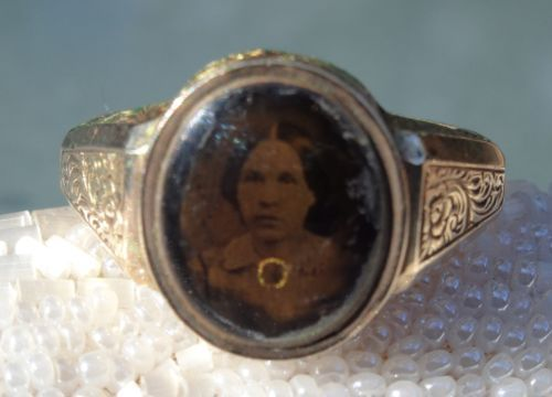 Antique-Victorian-9ct-Gold-Silver-Gelatin-Photograph-Locket-Mourning-Ring