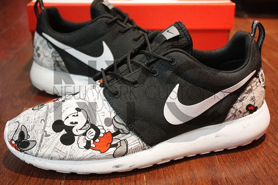 Nike Roshe Run Black Vintage Comic Mickey Minnie V5