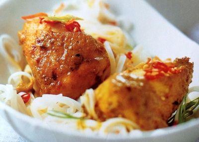 Κοτόπουλο με άρωμα κάρυ και καρύδα / Cookbox.gr