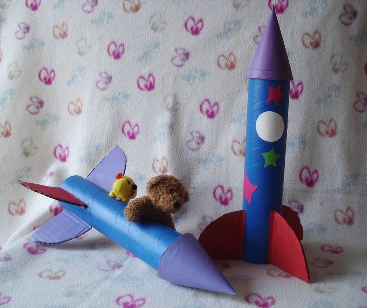 Cohete Espacial de Cartón. Cardboard Space Rocket.