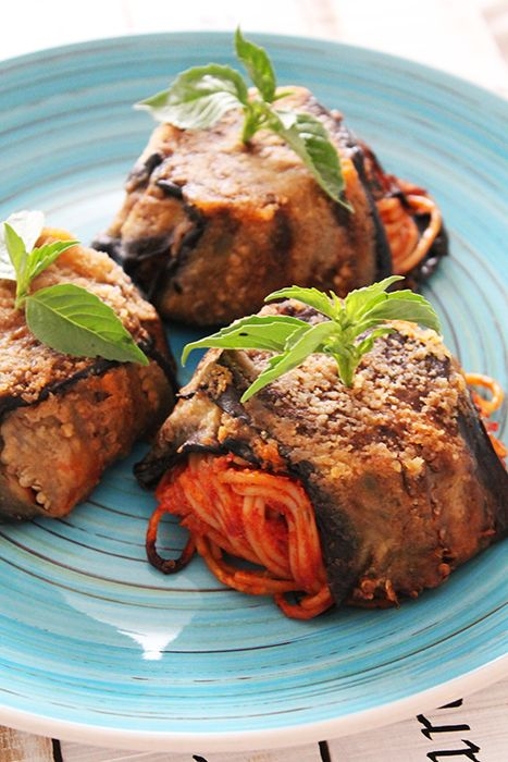 Timballini siciliani di melanzane e pasta al pomodoro e provola piccante! La ricetta su http://www.theinsaladwriter.com/