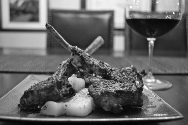 Costolette di abbaccio a scottaditto.  Lamb chops, Italian style.  http://duespaghetti.com/2013/03/29/costolette-di-abbacchio-alla-scottadito/