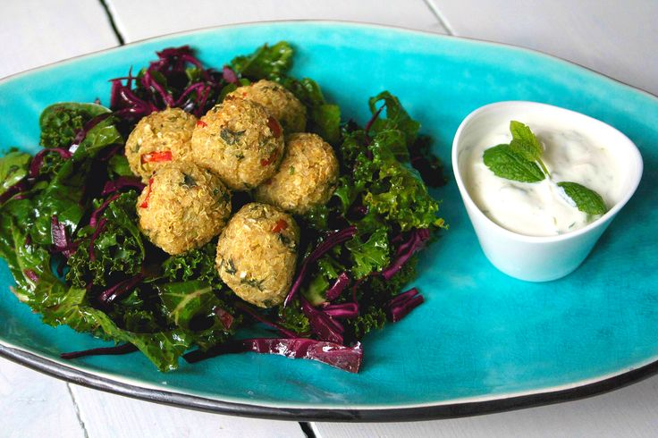 Quinoa balls with mint yoghurt