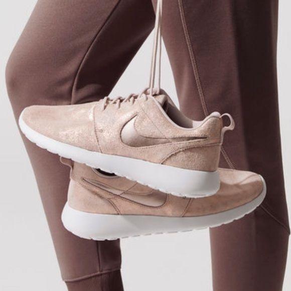 Nike Roshe PRM Metallic Blush Pink Rose