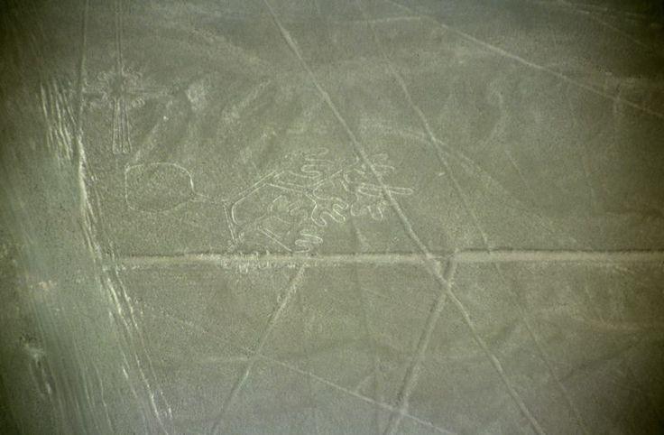 Nazca-lineas-manos-c01 - Géoglyphes de Nazca —   Les mains.Wikipédia