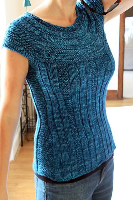 Kntting pattern, with short and long sleeved variations. Ravelry: Pull Me Over pattern by Andrea Black
