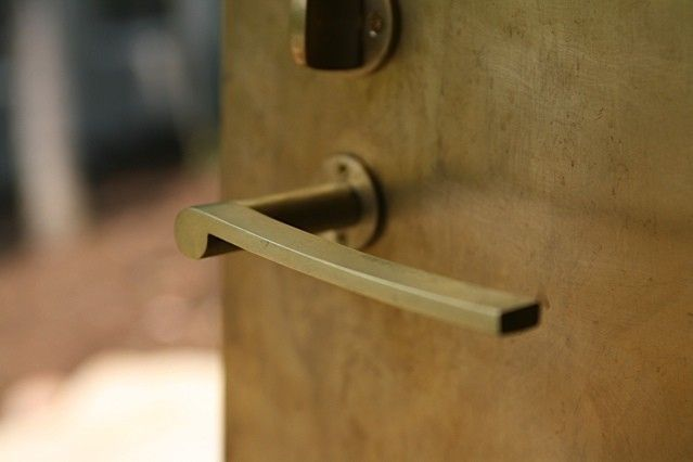 """unlacquered brass door handle. beautiful bespoke fixtures and fittings from Japanese architect Uno Tomoaki. His mission? """"I'm in search of ordinary and unprecedented architecture,"""" he says. See his portfolio at Uno. Big Lobe Door Handle   Remodelista"""