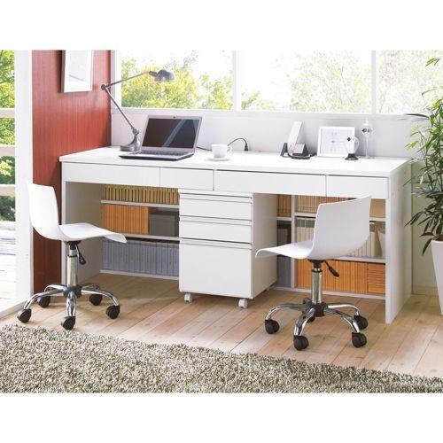 足元の書棚収納が驚きの人気のPCデスク。ディノス企画のロングセラー商品はシンプルなデザインに、必要な機能を厳選。深型タイプのパソコンデスクは、作業スペースが広がり業務効率もアップ。