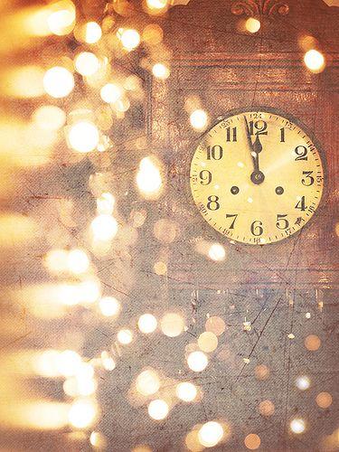 """""""Eu vos digo, em verdade, que são chegados os tempos em que todas as coisas devem ser restabelecidas no seu verdadeiro sentido, para dissipar as trevas, confundir os orgulhos e glorificar os justos."""" - O evangelho segundo o espiritismo. Faça um 2013 melhor! Feliz ano novo!!!"""