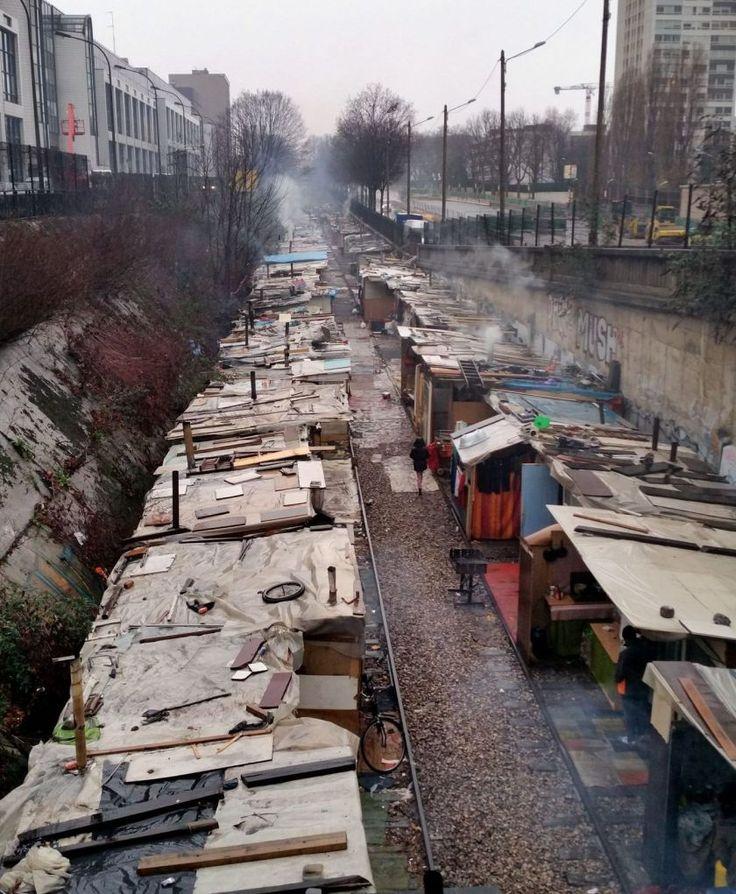 A Paris, au cœur du bidonville en sursis