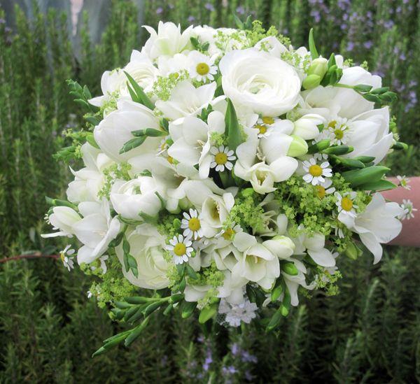 Λευκη ανθοδεσμη γαμου | Προτασεις by Kokkinos Flowers  See more on Love4Weddings  http://www.love4weddings.gr/%ce%bb%ce%b5%cf%85%ce%ba%ce%b7-%ce%b1%ce%bd%ce%b8%ce%bf%ce%b4%ce%b5%cf%83%ce%bc%ce%b7-%ce%b3%ce%b1%ce%bc%ce%bf%cf%85/