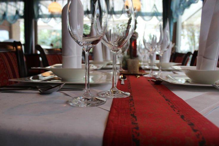 In unserem stilvoll eingerichteten Restaurant genießen Sie das umfangreiche kulinarische Angebot unserer gehobenen Küche.