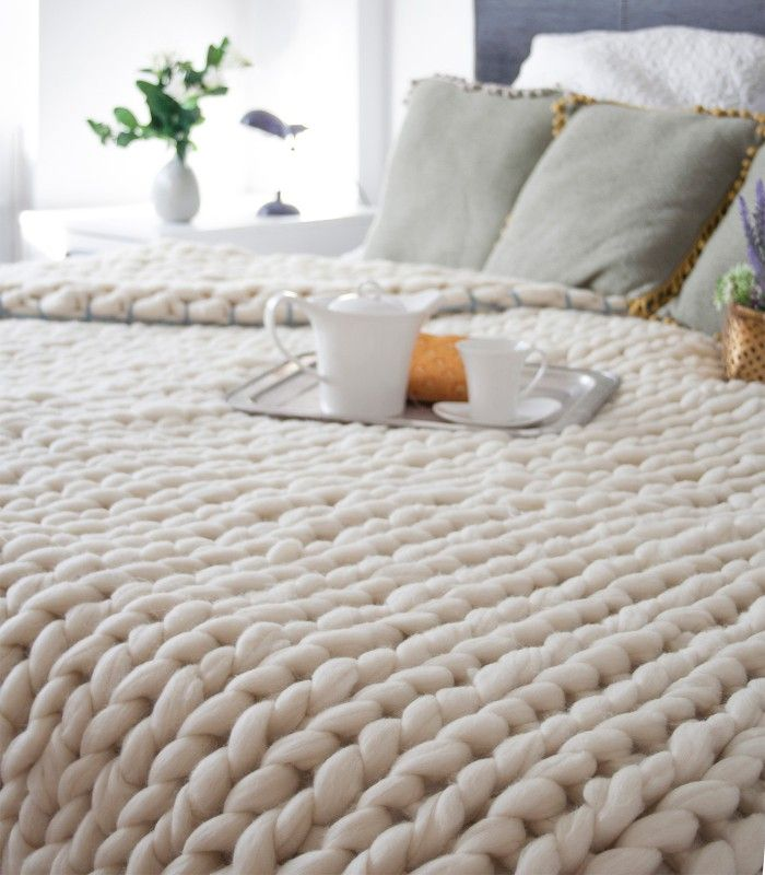 Cozy big knitted blanket. Handwoven blanket knitted in classic stitches pattern. Natural white or dark brown yarn with colour ribbon. // HYGGE