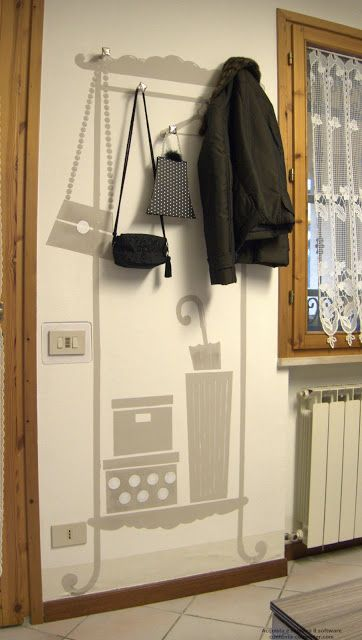 l'officina di maramagò: tiny entrance hall...