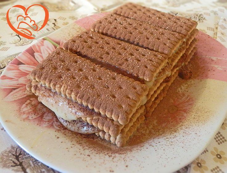 Millefoglie di biscotti secchi con budino alla vaniglia http://www.cuocaperpassione.it/ricetta/481c1f4c-9f72-6375-b10c-ff0000780917/Millefoglie_di_biscotti_secchi_con_budino_alla_vaniglia