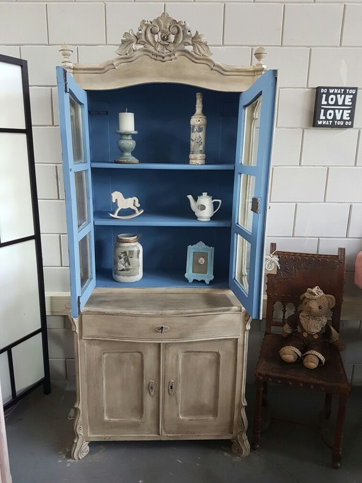 Annie sloan Chalkpaint. Old Ochre Greek Blue, Clear and Blackwax
