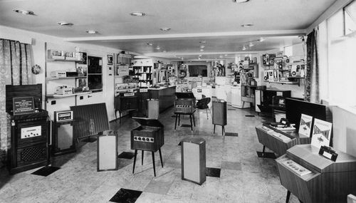 1950s shopping | can make out some Quad and Leak gear so this may be a UK HiFi shop ...