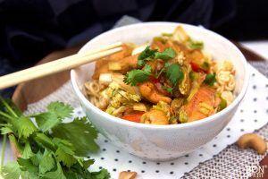 Kruidige kip met Chinese kool en noedels