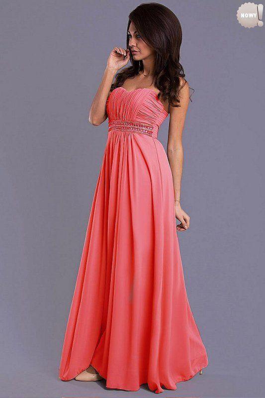 Elegancka długa suknia bez ramiączek, z usztywnianymi miseczkami, z ozdobnym pasem pod biustem. #suknia #sukienka #elegancka #arbuzowa #kobieta #moda #trendy