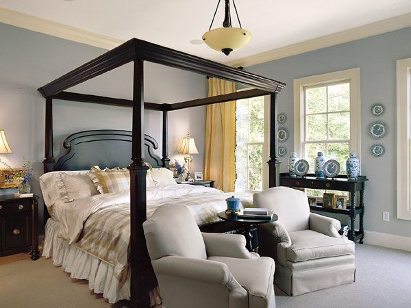 four-poster bed with pale blue walls: Wall Colors, Bedrooms Layout, Posters Beds, Blue Wall, Blue Bedrooms, Colors Schemes, Master Bedrooms, Canopies Beds, Bedrooms Ideas