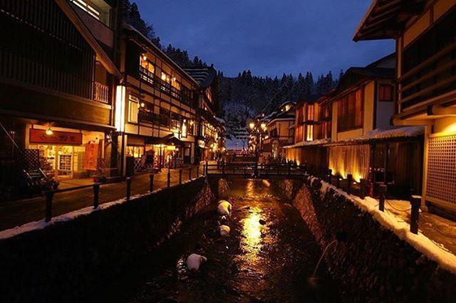 寒さもいよいよ厳しくなり、本格的な冬が近づいてきました。日本中には、寒い寒い…と家に引きこもっているのがもったいないほど美しい冬の絶景があるんです。今回は、楽天トラベルが発表した「美しい日本の冬に出会える!国内「冬の絶景」10選」を参考にした冬の絶景をご紹介します。