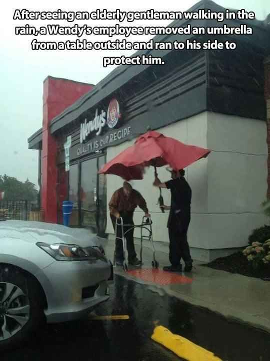 And this one of an employee going out of his way to help. | 35 Pictures That Prove The World Isn't Such A Bad Place