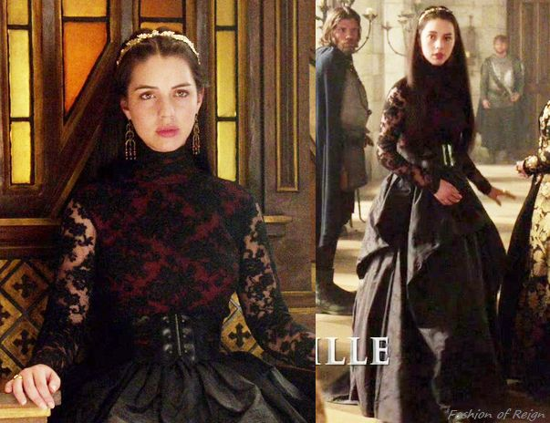 In the episode 2x01 (The Plague) Mary wears a bodice and skirt made by Reign Costume Department. Worn with McQ by Alexander McQueen belt, Stephen Dweck earrings, Gillian Steinhardt labyrinth and signet rings.