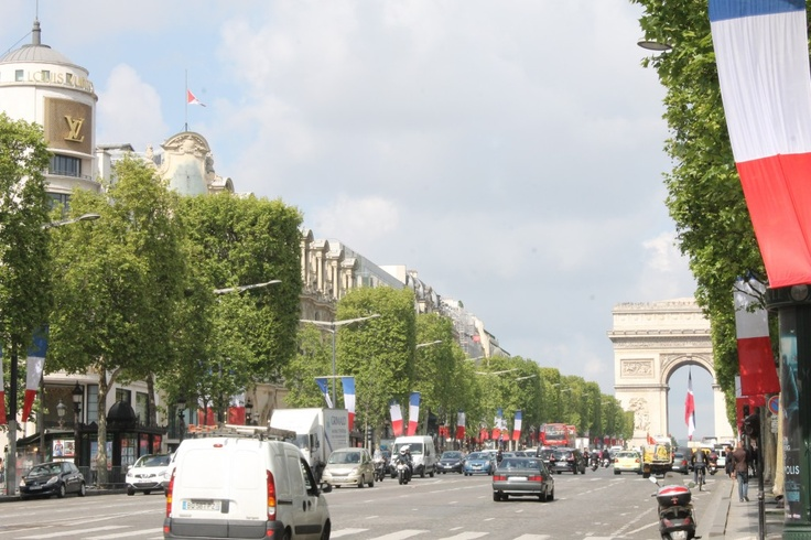 Champs de Elysee shopping