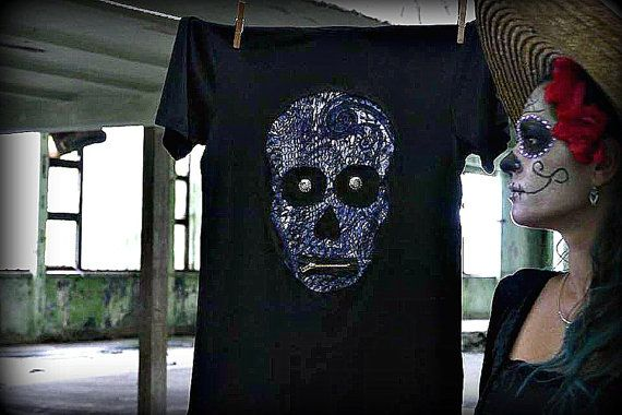 Fashion: Mens round neck short sleeve Color: Black Sample: Skull Pattern color: Blue pattern T-shirt with accessories such as zipper and aditional metal. T-shirt material: Cotton  Exact dimensions:  Size: L Length(measured from shoulder): 73 cm (28,74 inch) Width(measured at breast): 46 cm (18,1 inch)  40 degrees (inside out) washable with friendly washing.