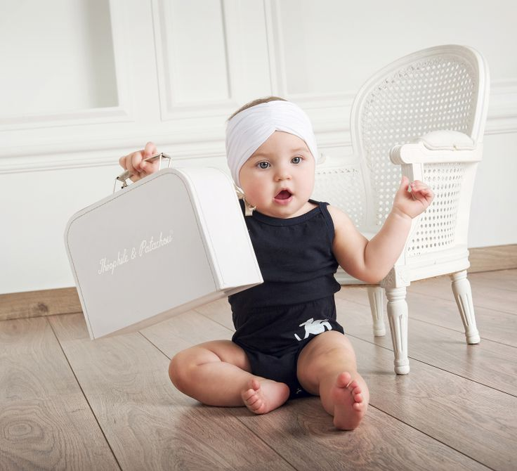 Super cute Unisex navy-blue baby bodysuit with elastic waistband, Minisize logo at the front and white headband for a perfect total look #minisize #SS14 #Spring #Summer Bodysuit: http://www.minisize-sissychristidou.gr/el/babies/ble-formaki-me-kordelitsa.html  Headband: http://www.minisize-sissychristidou.gr/el/accessories/leuki-kordela-soura.html