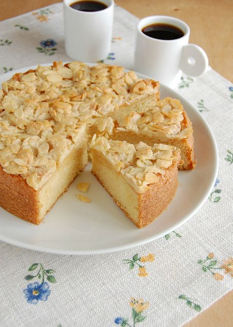 Swedish Almond Cake from @Patricia Scarpin