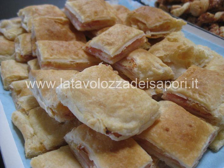 Sfogliata alla Pancetta e Formaggio   http://www.latavolozzadeisapori.it/ricette/sfogliata-alla-pancetta-e-formaggio