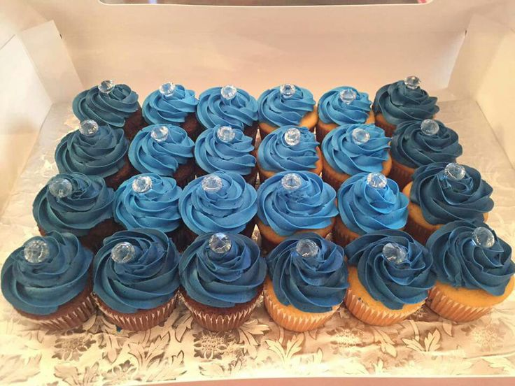Denim and diamonds cupcakes! Yasss...Krispy Kreme can't do this.