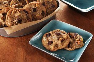 Débordants de morceaux de chocolat et de noix, ces savoureux biscuits ont un petit goût de café corsé qu'apprécieront les grands enfants.