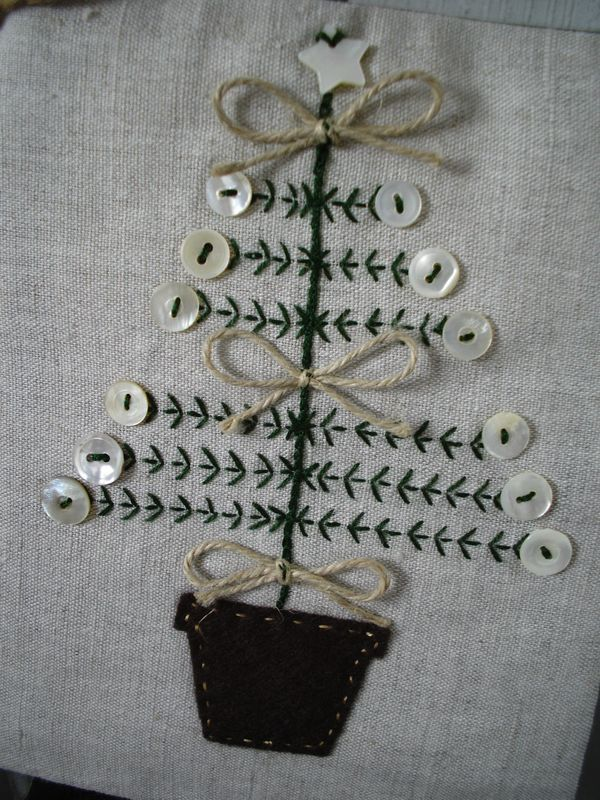 Christmas tree embroidery with buttons