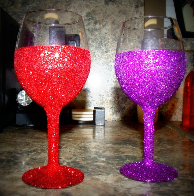 Diy glitter wine glasses made with mod podge glitter How to make wine glasses sparkle