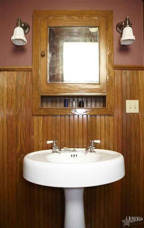 114 best Vintage Bathroom Decor images on Pinterest | Bathroom ...