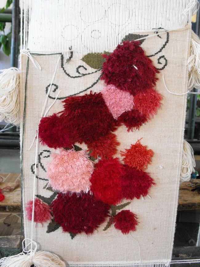 Mesteri populari: covoare si tapiserii tesute manual la Radauti - Sporul Casei – solutii pentru casa ta