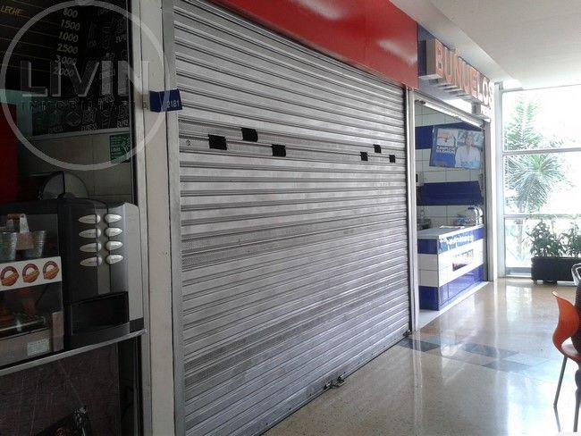 #Local para #arriendo o #venta ubicado en la zona de comidas de centro comercial en El Poblado. Más info>> http://goo.gl/ihIug7 o llámanos al 444 4989 #ArriendoLivin #VentaLivin #Livin