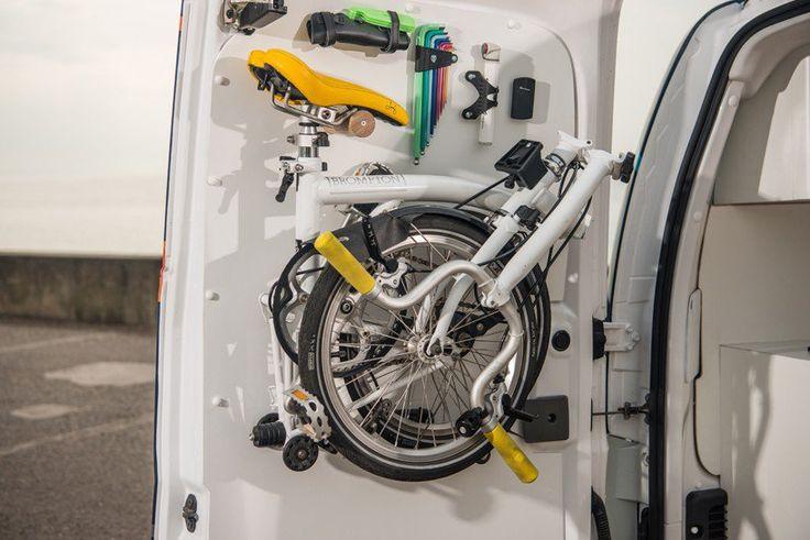 bureau mobile Nissan e-NV200 : bureau électrique avec vélo pliant et intéreur design