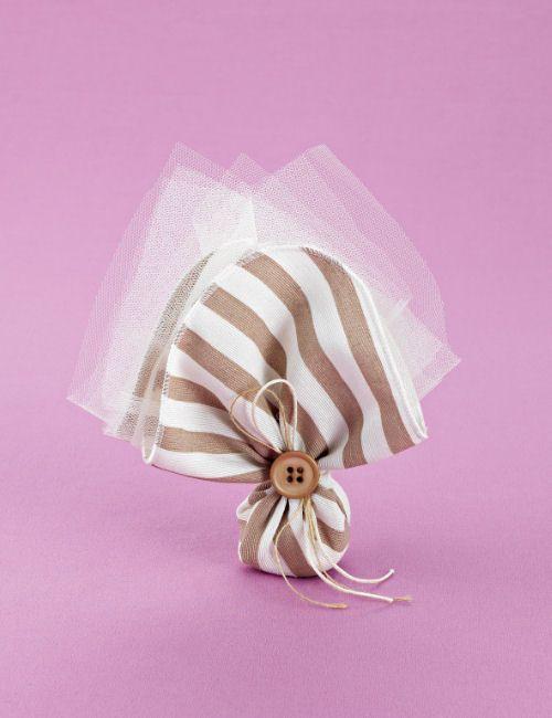 www.mpomponieres.gr Μπομπονιέρα γάμου μαντήλι βαμβακερό σε μικρό μέγεθος, μπεζ-εκρού ρίγα, δεμένο με σπαγγάκι και κορδόνι κερωμένο σε μονό φιόγκο με μπεζ κουμπί για διακόσμηση. #mpomponieres #bomboniere #gamou #gamos #bonbonieres #μπομπονιερες #γαμου #γαμος #wedding #marriage http://www.mpomponieres.gr/mpomponieres-gamou/mpomponiera-gamou-mantili-mikro-bambakero-riga.html