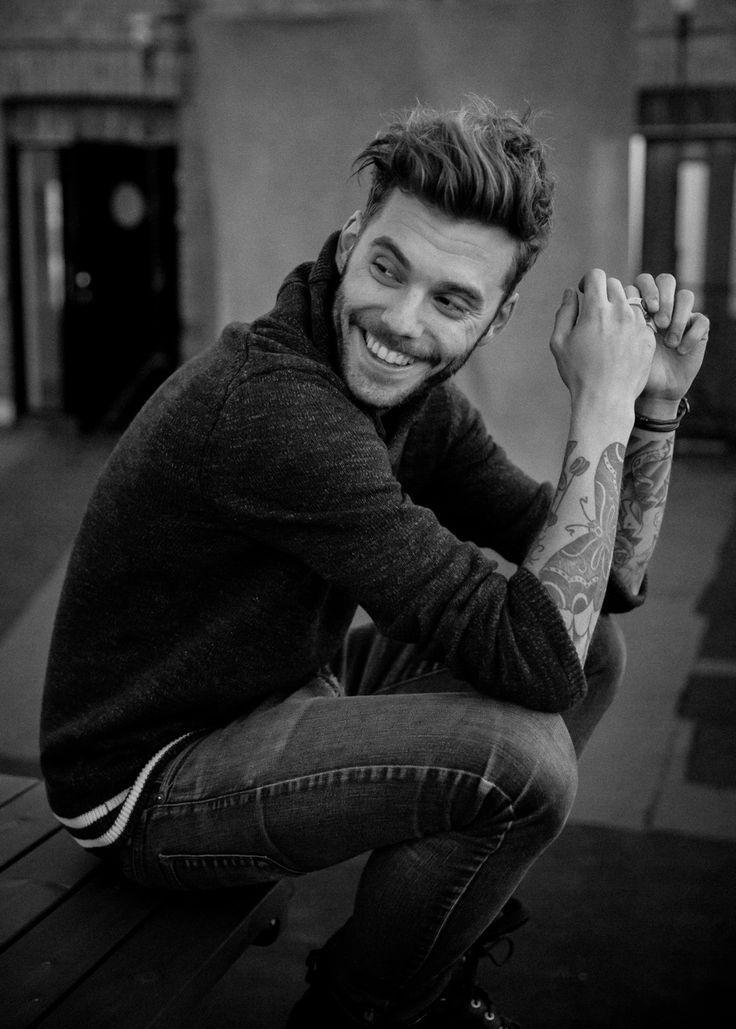 Nur abhängen. Einfacher, wenn Sie schönes Haar, ordentlichen Bart und süße Tätowierungen haben. #tattoo #tattoos #ink #beard #moustache