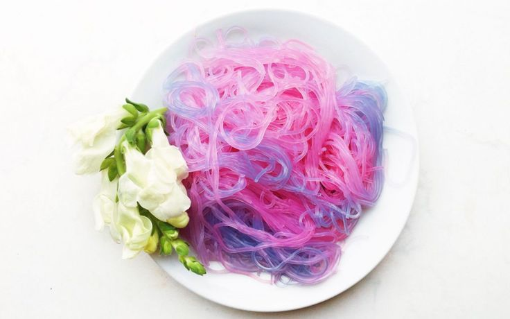 <p>Presenting: unicorn noodles! These gorgeous colorful noodles need to artificial colors. All you need is noodles, purple cabbage, and lemon juice! </p>