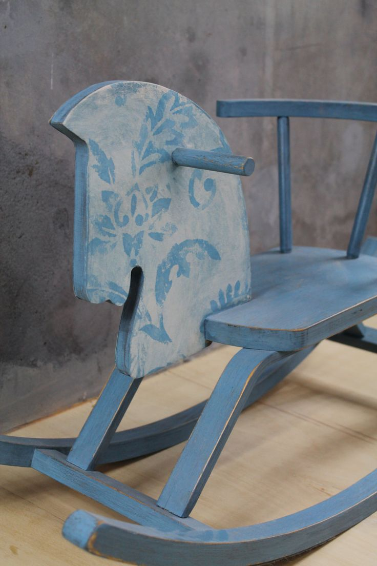 hobbelpaard Shabby Chic blauw van No Shoes Meubel- en Interieurstyling