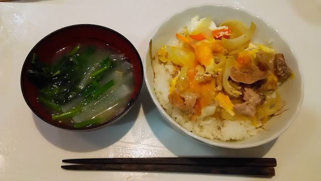 他人丼である。豚肉と卵である。なかなかうまい。小さな卵だったので、せいだいに4つも入れた。 It is a bowl of rice topped with pork and eggs. It is pork and an egg. Very good. Because it was a small egg, I poured four. http://www.kandamori.net/2017/02/blog-post_10.html #朝食 #夕食 #昼食 #ランチ #グルメ #ディナー #食事 #料理 #食料 #食べ物 #ご飯 #Breakfast #dinner #lunch #gourmet #meal #Dish #food #rice #cook #cooking