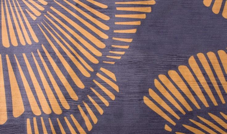 Na queima de estoque da Safira Sedas, o modelo Nara, assinado pelo estúdio de design franco-argentino Estebán, que valia 460 reais, custa agora 276 reais, o metro (1,40 m de largura). É composto de seda e linho.