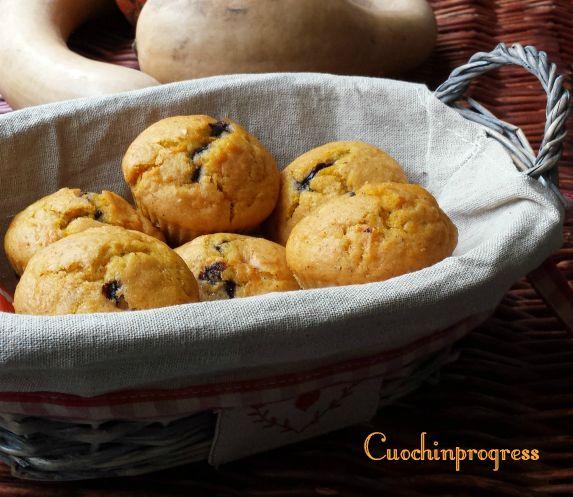 I muffin zucca e cioccolato sono dei dolcetti sofficissimi, dal cuore cremoso di crema al cioccolato e senza burro. Rientrano nelle ricette per Halloween..