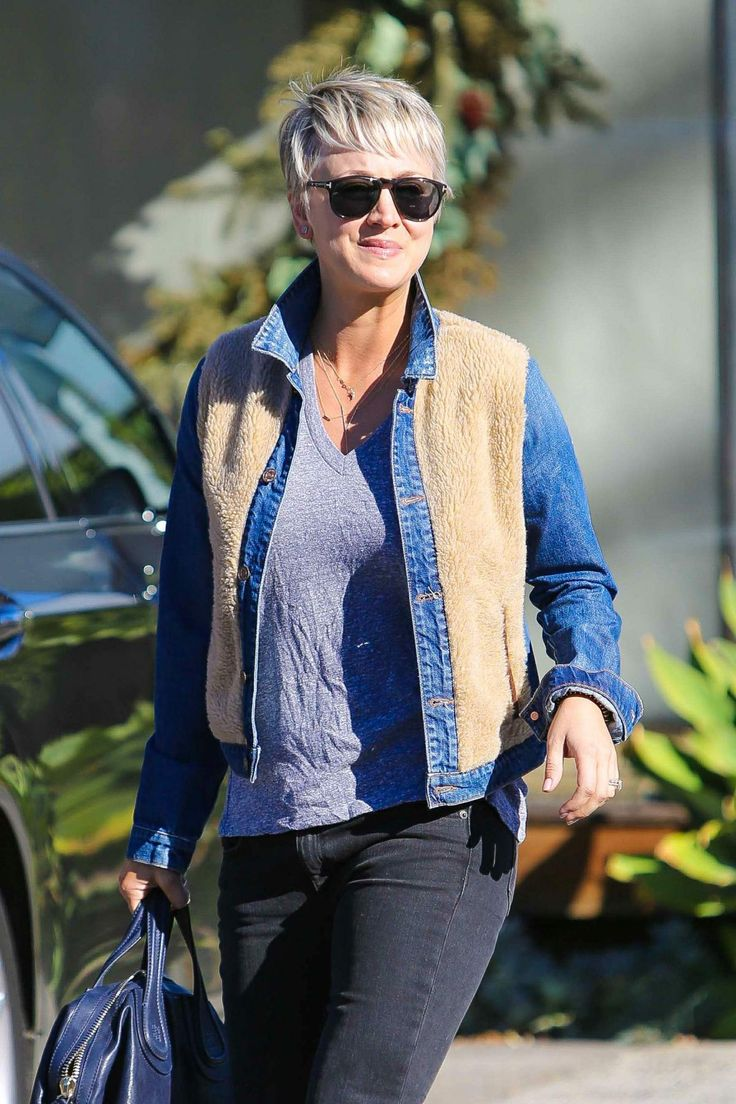 Kaley Cuoco was seen leaving Andy LeCompte Salon - http://celebs-life.com/?p=66183